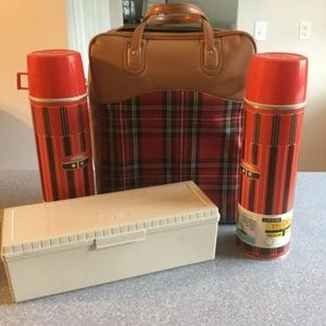 Never used Vintage 1971 thermos picnic set